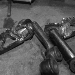 dirtbikepegs_bw