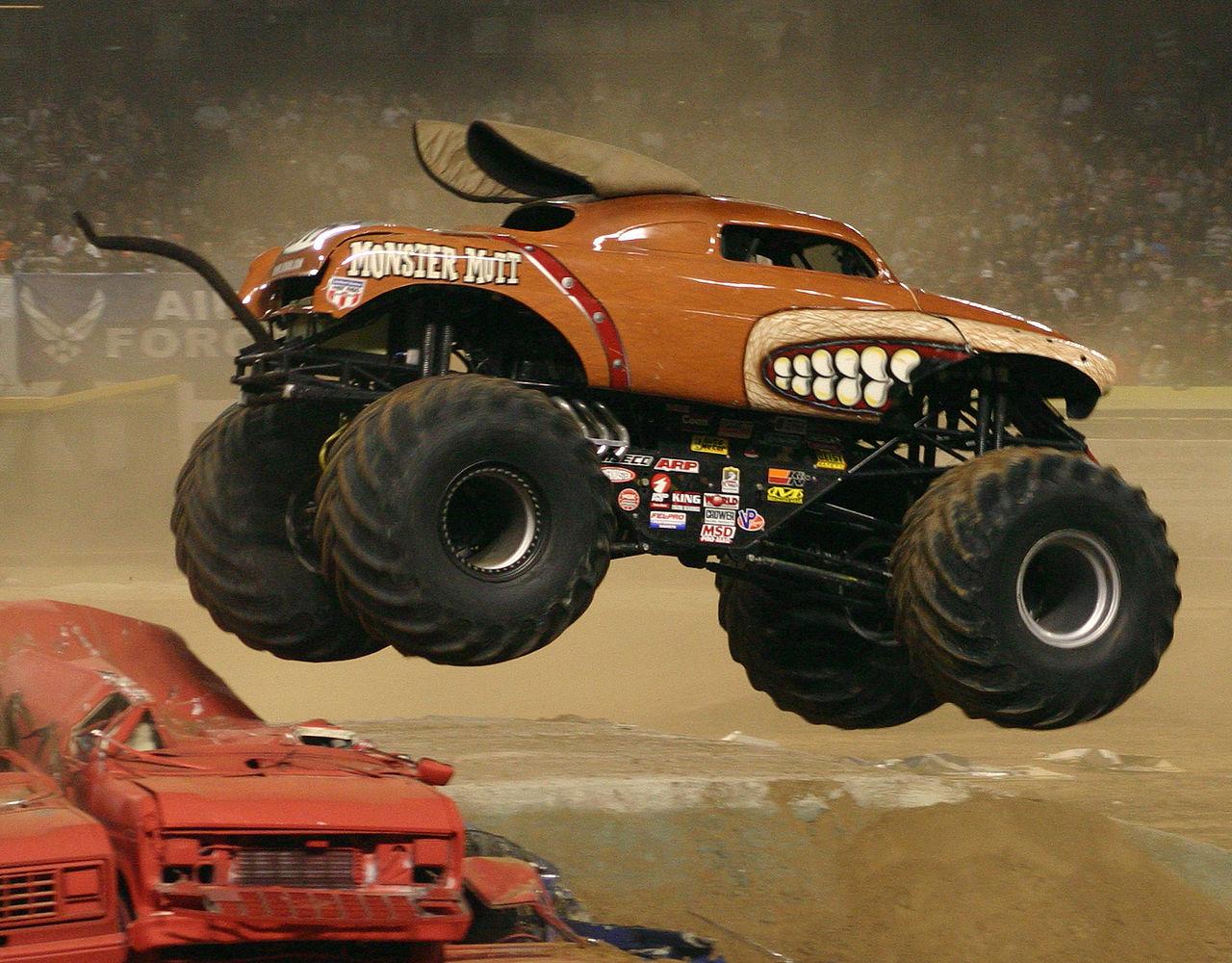 1280px-Monster_mutt_(truck)