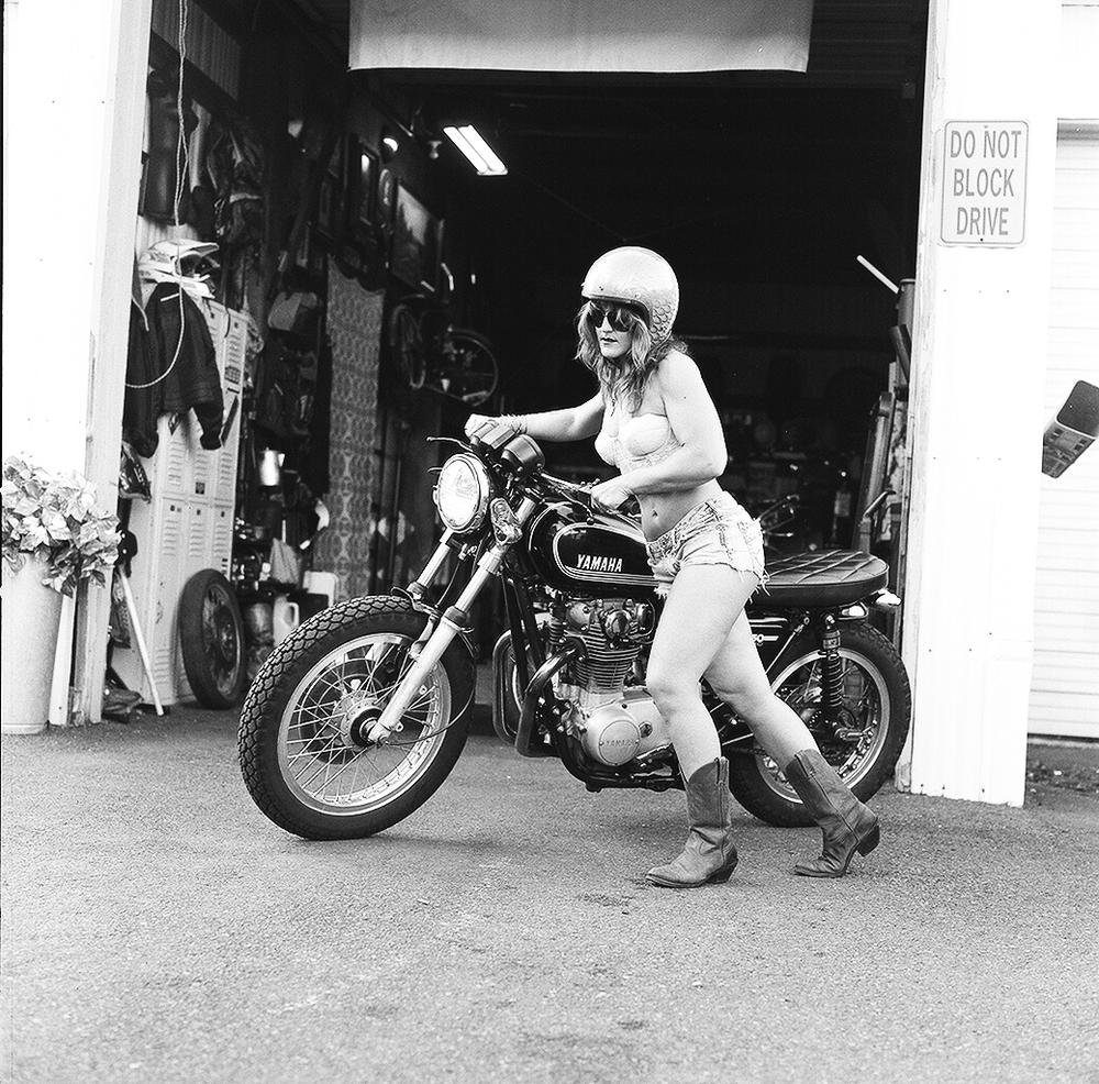 motorcycle motorcycles woman bike cafe racer biker riding bmw harley yamaha want davidson moto brat exhibition bikers stuff donne philadelphia