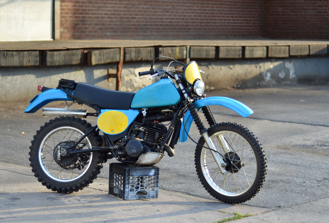 1979-yamha-it250f-01