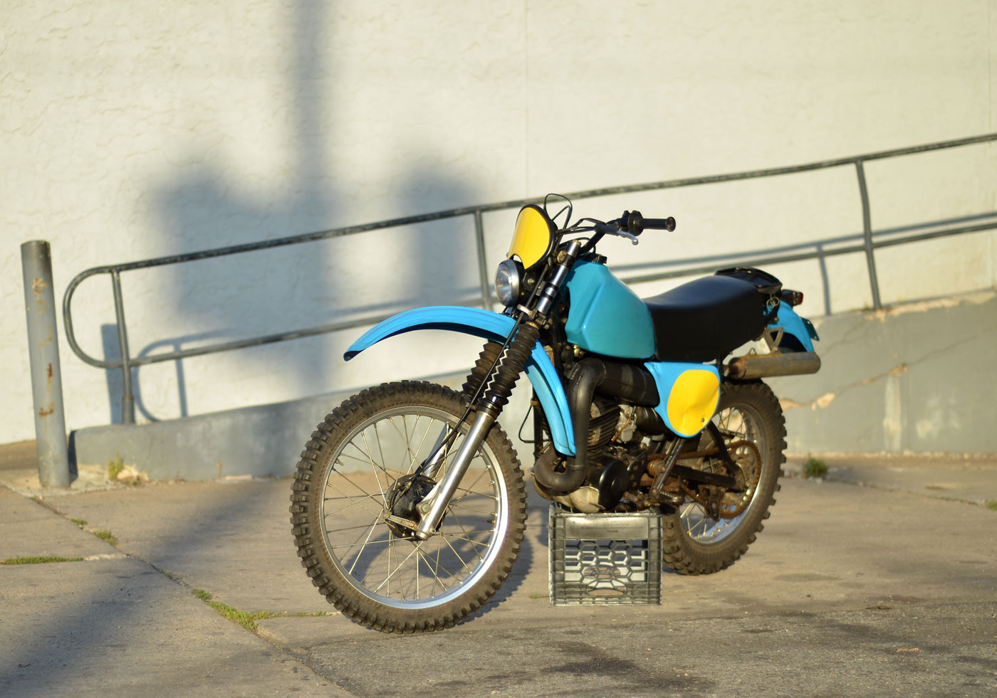 1979-yamha-it250f-03