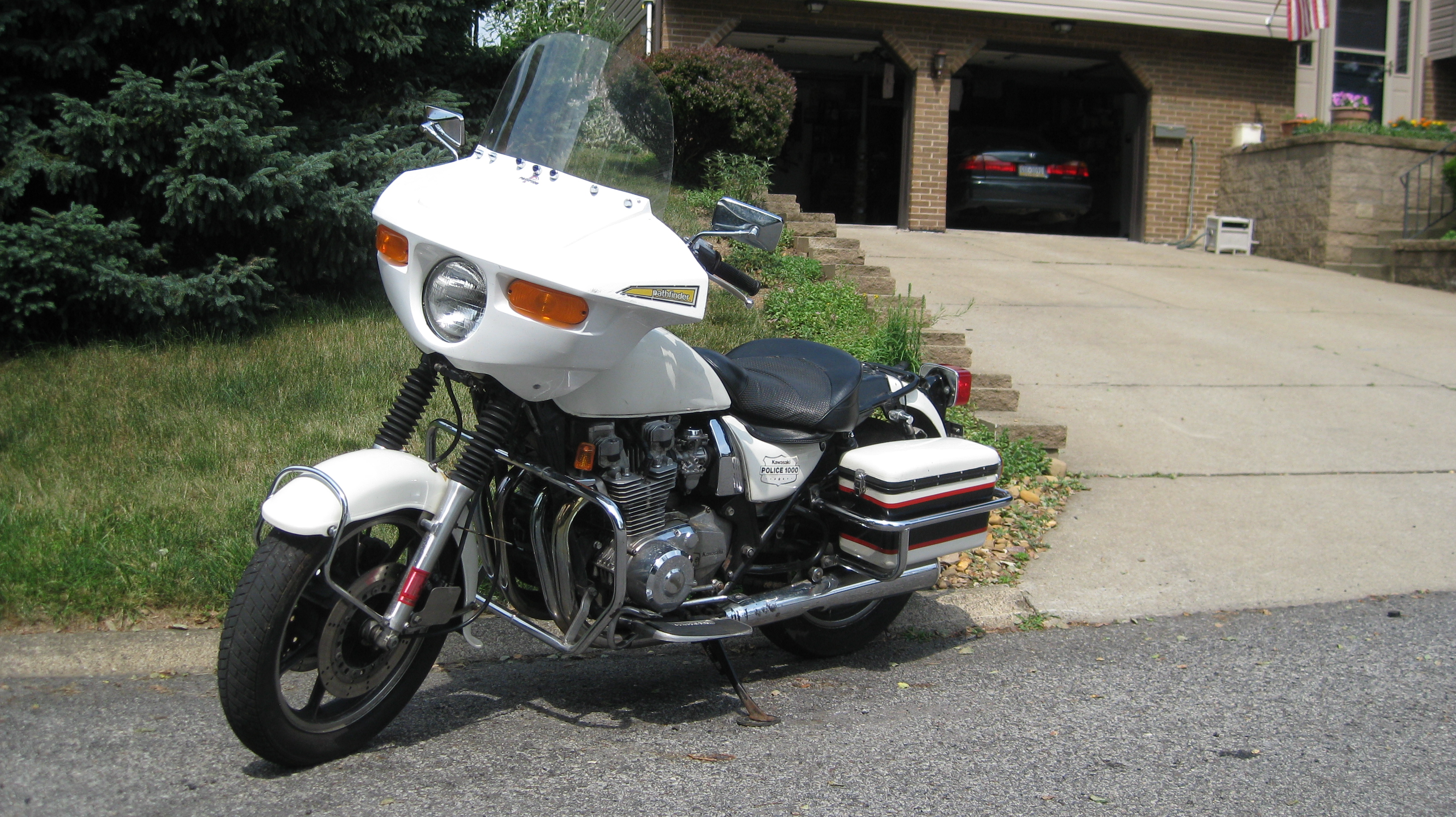 KawasakiPoliceMotorcycle10