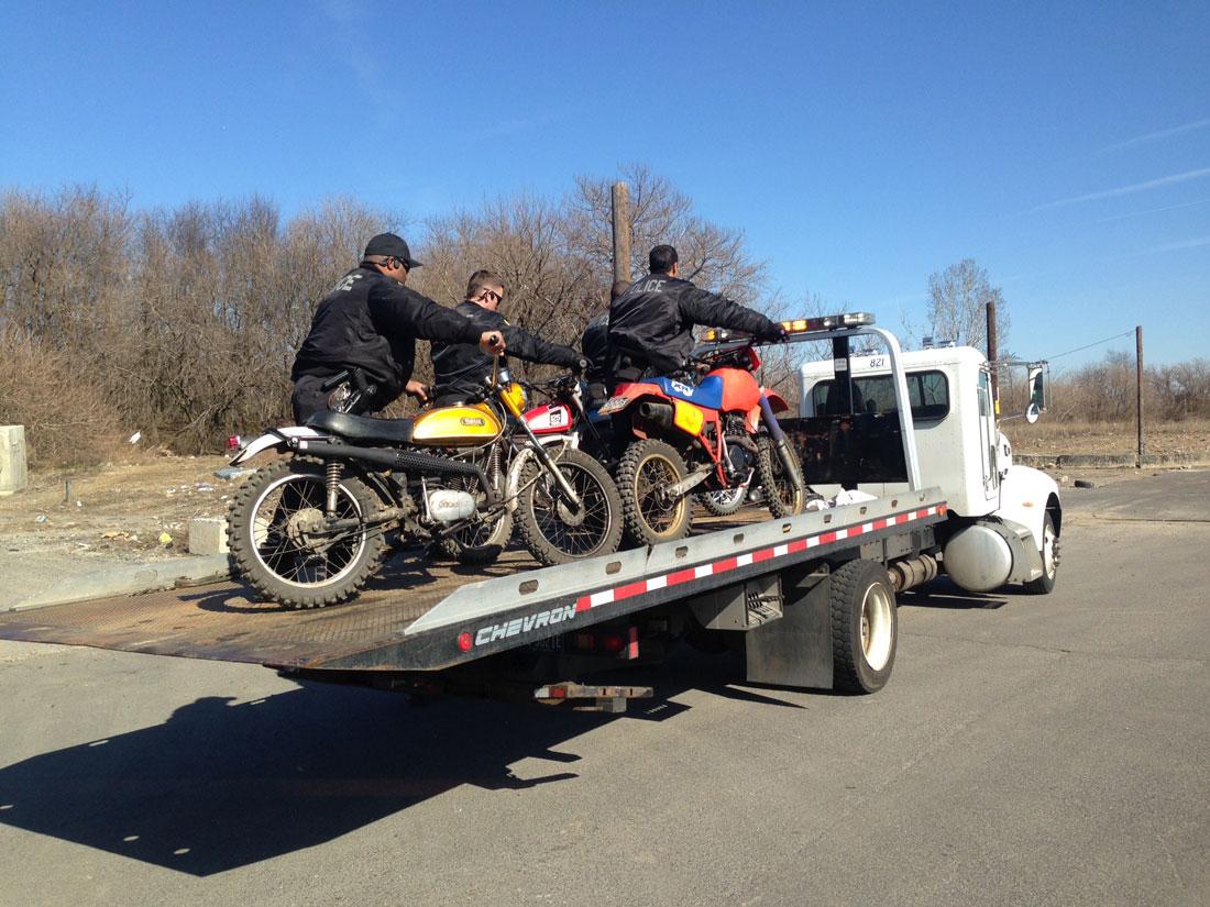 dirt-bike-cops-3
